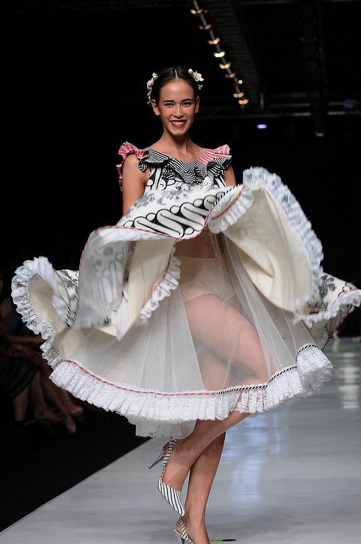 . A model showcases designs by Edward Hutabarat on the runway at the Parang show during Jakarta Fashion Week 2014 at Senayan City on October 21, 2013 in Jakarta, Indonesia.  (Photo by Robertus Pudyanto/Getty Images)