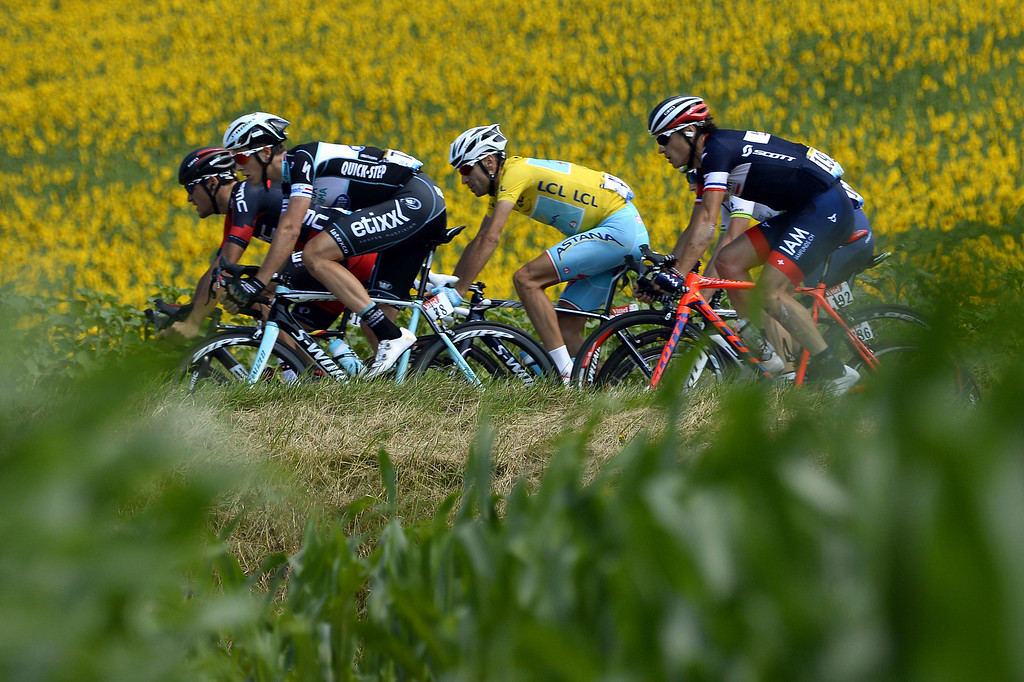 . Italy\'s Vincenzo Nibali (C) wearing the overall leader\'s yellow jersey, rides in the pack behind Netherland\'s Niki Terpstra (2ndL) and ahead of France\'s Sylvain Chavanel (R) during the 237.5 km sixteenth stage of the 101st edition of the Tour de France cycling race on July 22, 2014 between Carcassonne and Bagneres-de-Luchon, southwestern France.  AFP PHOTO / LIONEL BONAVENTURE/AFP/Getty Images