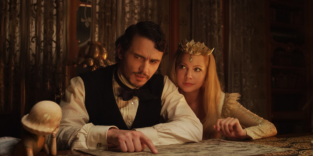 """. \""""OZ: THE GREAT AND POWERFUL\"""" James Franco, left; Michelle Williams, right Ph: Merie Weismiller Wallace, SMPSP ©Disney Enterprises, Inc. All Rights Reserved."""