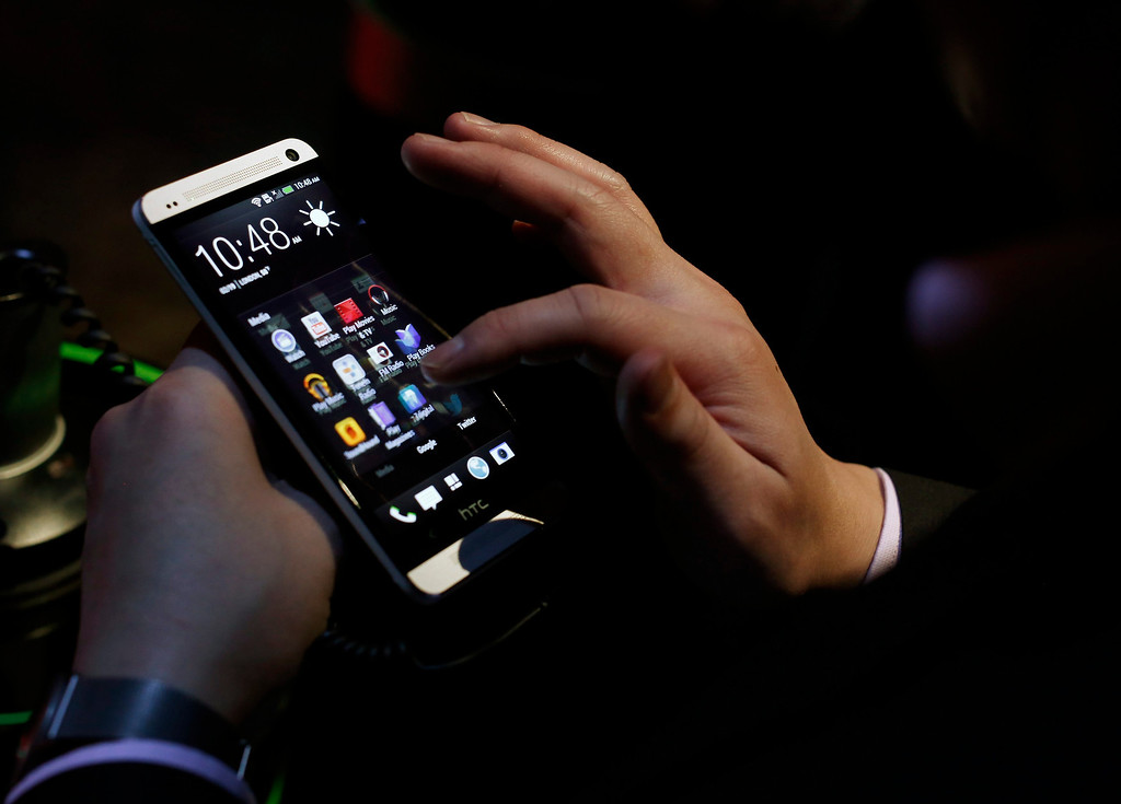 . An attendee tests the new HTC One during a launch event in New York, February 19, 2013. REUTERS/Brendan McDermid