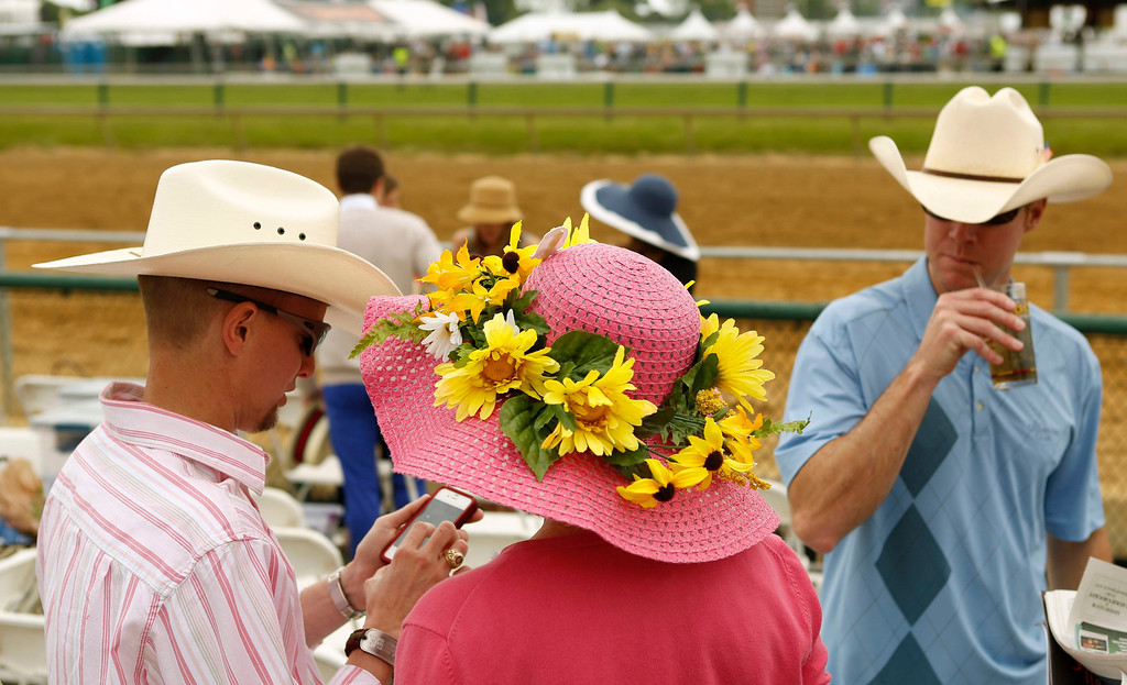 . Spectators attend the 138th running of the Preakness Stakes at Pimlico Race Course in Baltimore, Maryland May 18, 2013.   REUTERS/Kevin Lamarque