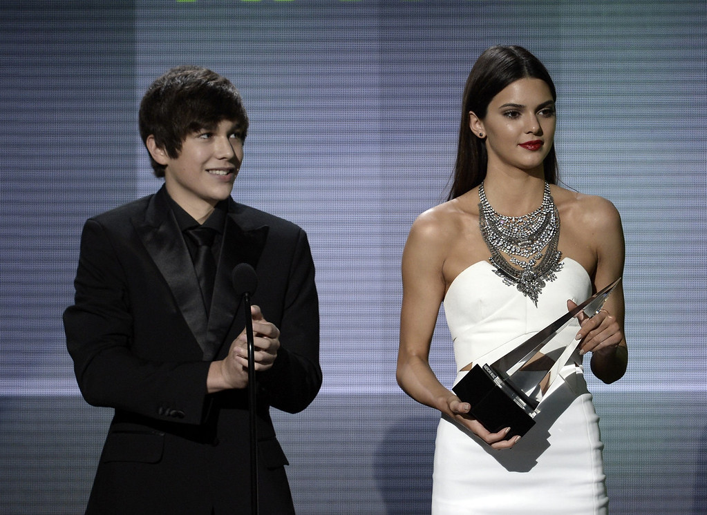 . Recording artist Austin Mahone (L) and model/TV personality Kendall Jenner speak onstage during the 2013 American Music Awards at Nokia Theatre L.A. Live on November 24, 2013 in Los Angeles, California.  (Photo by Kevin Winter/Getty Images)