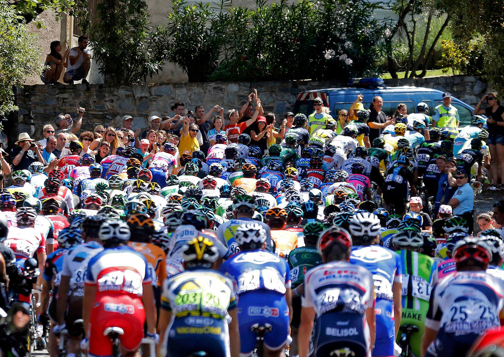 . Fans line the road as the pack of riders cycles on its way during the 156 km second stage of the centenary Tour de France cycling race from Bastia to Ajaccio, on the French Mediterranean island of Corsica June 30, 2013.     REUTERS/Jean-Paul Pelissier