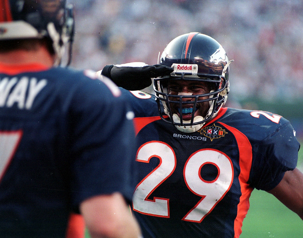 . Denver Broncos John Elway is given the Mile High Salute  by Howard Griffith after Elway ran into the end zone untouched  for a score during Super Bowl XXXII in San Diego CA. The Denver Broncos defeated the Green Bay Packers 31-24.  (John Leyba/The Denver Post)