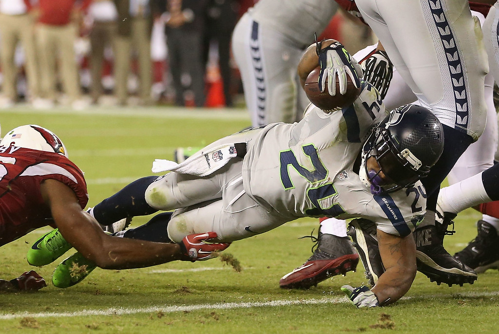. GLENDALE, AZ - OCTOBER 17:  Running back Marshawn Lynch #24 of the Seattle Seahawks dives into the endzone to score on a 2 yard rushing touchdown against the Arizona Cardinals during the third quarter of the NFL game at the University of Phoenix Stadium on October 17, 2013 in Glendale, Arizona.  (Photo by Christian Petersen/Getty Images)