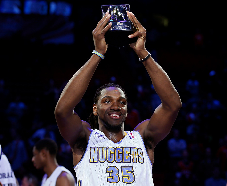 . Denver Nuggets Kenneth Faried holds the MVP Trophy after the NBA BBVA Rising Star Challenge basketball game in Houston, Texas, February 15, 2013. REUTERS/Lucy Nicholson