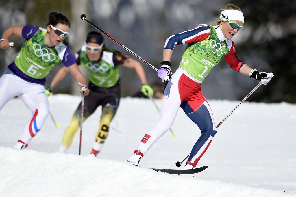 . Norway\'s Therese Johaug (R) surges ahead in the Women\'s Cross-Country Skiing 4x5km Relay at the Laura Cross-Country Ski and Biathlon Center during the Sochi Winter Olympics on February 15, 2014, in Rosa Khutor, near Sochi. ODD ANDERSEN/AFP/Getty Images