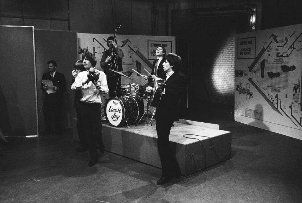 . The Rolling Stones appearing on the television show \'Ready Steady Go\', 14th February 1964. From left to right, Brian Jones on harmonica, Mick Jagger on maracas, bassist Bill Wyman, drummer Charlie Watts and guitarist Keith Richards. (Photo by Frank Martin/BIPS/Getty Images)