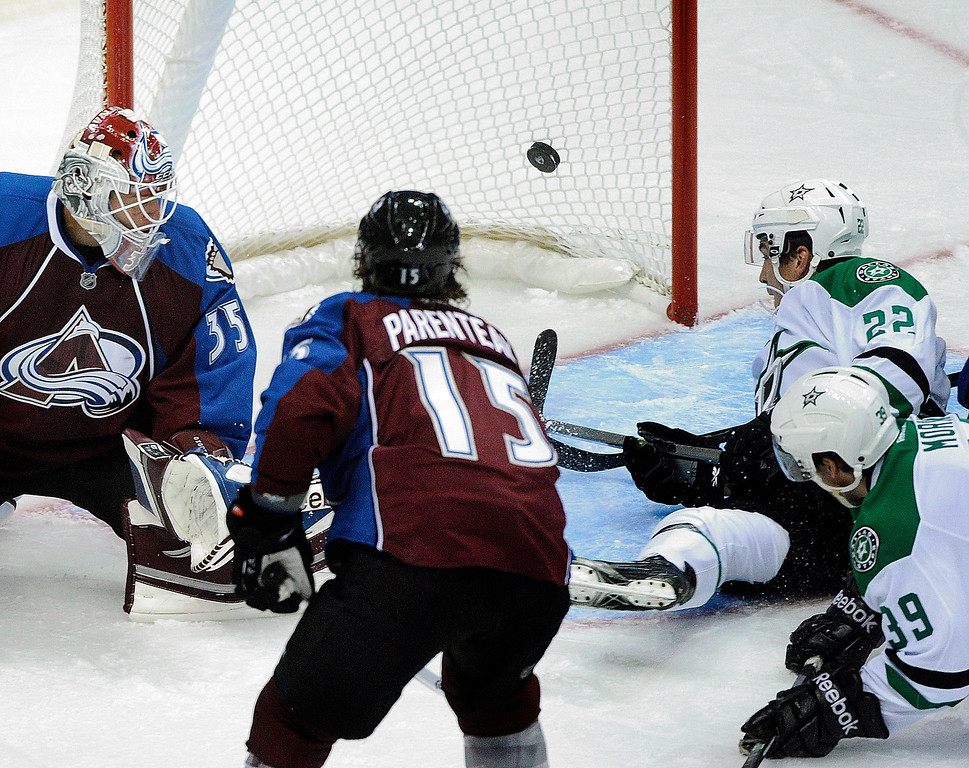 . Dallas center Colton Sceviour (22) deflected a shot past Colorado goaltender J.S. Giguere (35) in the second period for a goal.  Photo By Karl Gehring/The Denver Post