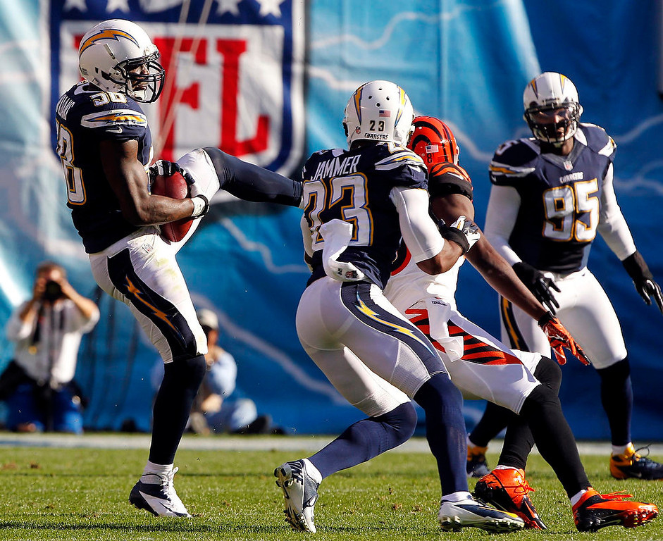 . San Diego Chargers linebacker Demorrio Williams (58) intercepts a pass intended for Cincinnati Bengals wide receiver A.J. Green (2nd R) with Chargers cornerback Quentin Jammer (23) defending, and returns the ball for a touchdown, in the first half of their NFL football game in San Diego, California December 2, 2012.  REUTERS/Alex Gallardo