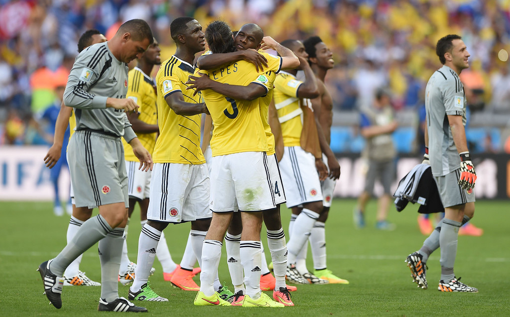 . Colombia\'s players celebrate af the end of a Group C football match between Colombia and Greece at the Mineirao Arena in Belo Horizonte during the 2014 FIFA World Cup on June 14, 2014.   AFP PHOTO / EITAN ABRAMOVICH