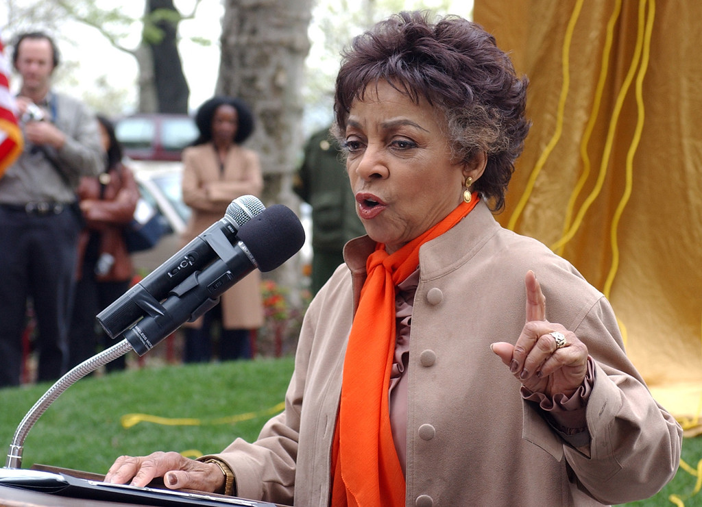 """. Actress Ruby Dee reads from Ralph Ellison\'s \""""The Invisible Man\"""" during the unveiling of a sculpture honoring the acclaimed author Thursday, May 1, 2003, in front of his longtime home in West Harlem. (AP Photo/Frank Franklin II)"""