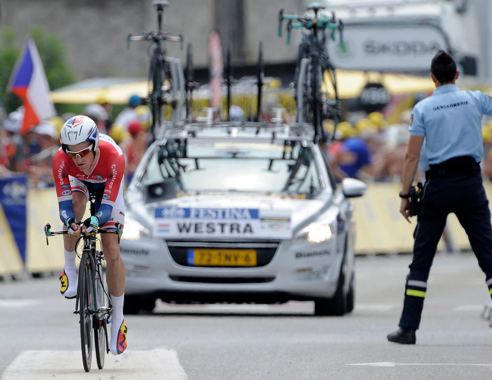 . Lieuwe Westra of The Netherlands heads to the finish line of the seventeenth stage of the Tour de France cycling race, an individual time trial over 32 kilometers (20 miles) with start in Embrun and finish in Chorges, France, Wednesday July 17, 2013. (AP Photo)