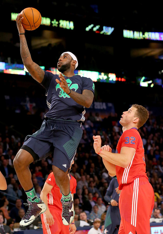 . The Eastern Conference\'s LeBron James #6 of the Miami Heat heads for the net as the Western Conference\'s Blake Griffin #32 of the Los Angeles Clippers defends during 2014 NBA All-Star game at the Smoothie King Center on February 16, 2014 in New Orleans, Louisiana. (Photo by Ronald Martinez/Getty Images)