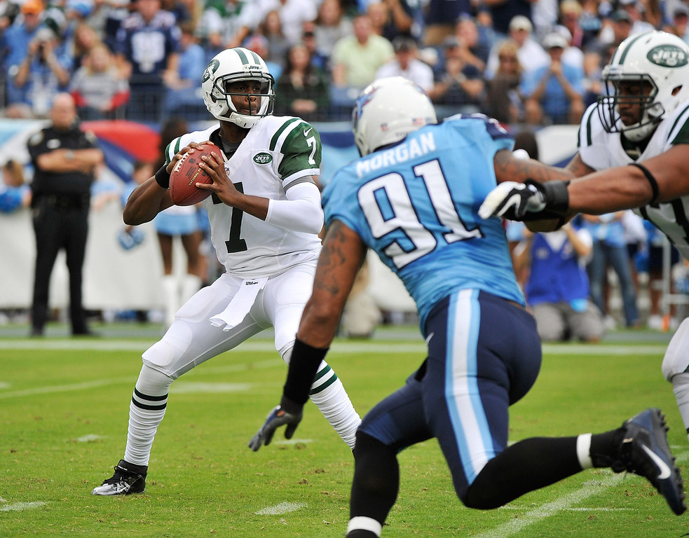 . NASHVILLE, TN - SEPTEMBER 29:  Geno Smith #7 of the New York Jets drops back to throw a pass against the Tennessee Titans at LP Field on September 29, 2013 in Nashville, Tennessee.  (Photo by Frederick Breedon/Getty Images)