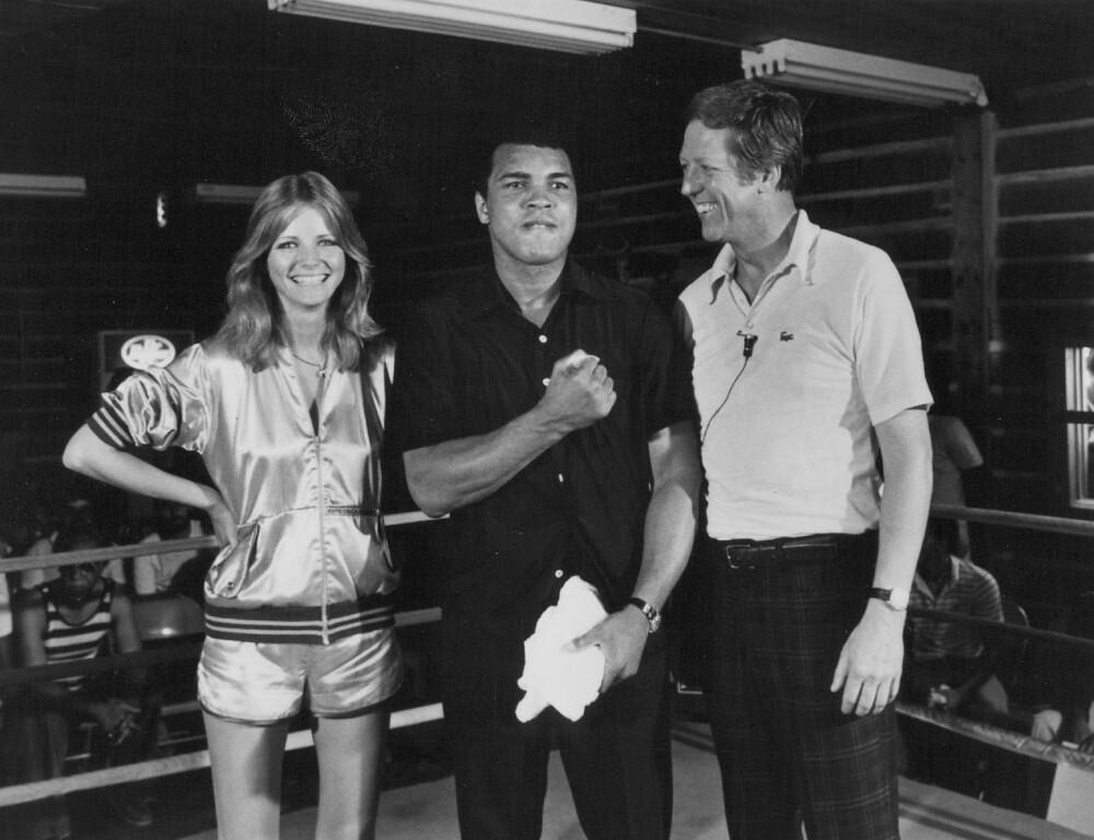". (l. to r.) Cheryl Tiegs, Muhammad Ali, and David Hartman Program: \""Good Morning America\"" 1978. Credit: ABC"