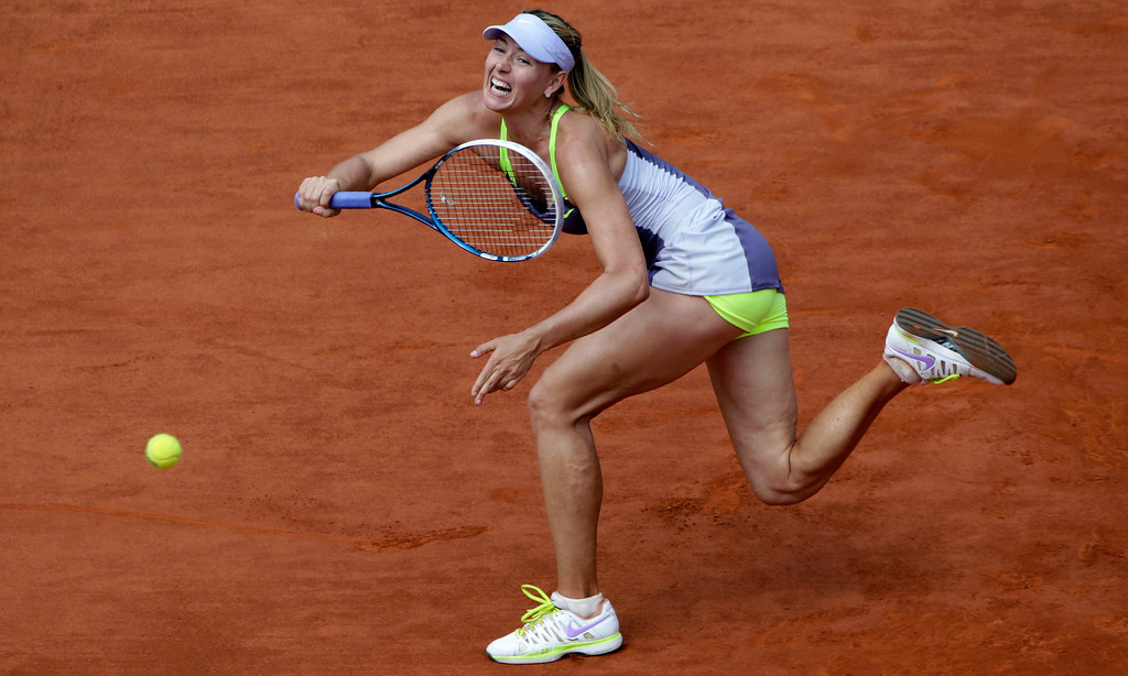 . Russia\'s Maria Sharapova returns a shot to USA\'s Serena Williams during the 2013 French tennis Open final at the Roland Garros stadium in Paris on June 8, 2013. AFP PHOTO / KENZO TRIBOUILLARD/AFP/Getty Images