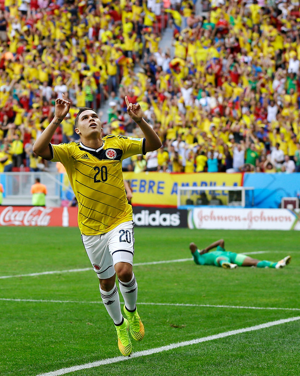 . Colombia\'s Juan Quintero, left, celebrates after scoring his side\'s second goal against Ivory Coast\'s goalkeeper Boubacar Barry during the group C World Cup soccer match between Colombia and Ivory Coast at the Estadio Nacional in Brasilia, Brazil, Thursday, June 19, 2014.  (AP Photo/Martin Mejia)