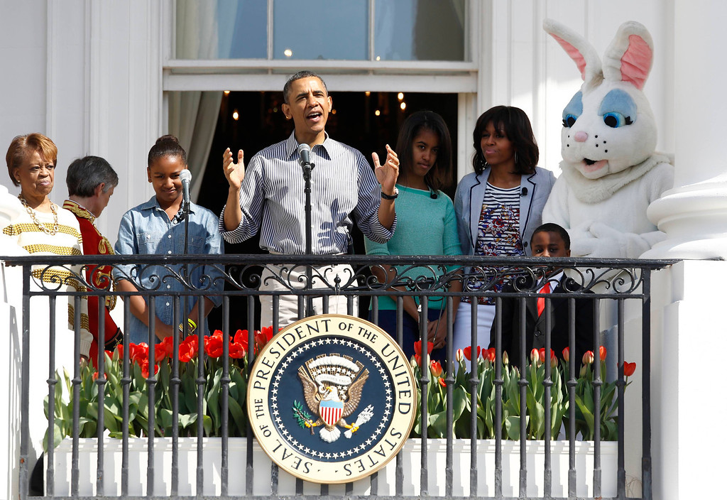 . U.S. President Barack Obama speaks alongside first lady Michelle (2nd R), their daughters Sasha (2nd L) and Malia (3rd R), Michelle Obama\'s mother Marian Robinson (L) and the Easter Bunny as they participate in the 135th annual Easter Egg Roll on the South Lawn of the White House in Washington, April 1, 2013. REUTERS/Jason Reed