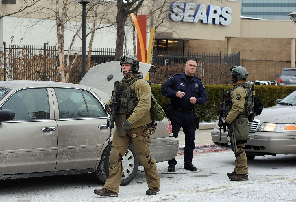 . Emergency responders arrive at the Columbia Mall after a fatal shooting on January 25, 2014, in Columbia, Maryland. AFP PHOTO/Jewel SamadJEWEL SAMAD/AFP/Getty Images