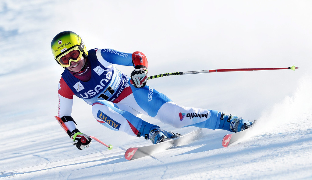 . Skier Fabienne Suter, of Switzerland, takes a turn during the women\'s Super-G race at the FIS World Cup Alpine Skiing in Beaver Creek, Colorado, USA, 30 November 2013.  EPA/JUSTIN LANE