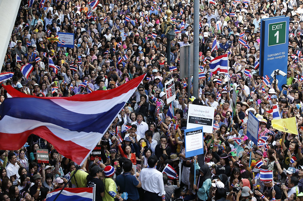 . Thai anti-government protesters blow whistles and rally at the start of a march on the US embassy in Bangkok, Thailand, 29 November 2013. Thousands of protesters are continuing to occupy and protest at  strategic parts of the capital including the Finance Ministry in an effort to paralyze the government of Prime Minister Yingluck Shinawatra.  EPA/BARBARA WALTON