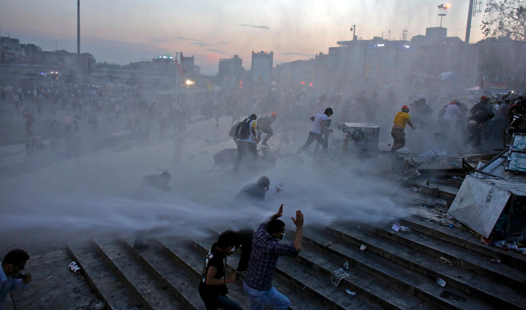 . People run as riot police fires a water cannon on Gezi Park protesters at Taksim Square in Istanbul June 15, 2013. Turkish riot police stormed Gezi Park on Saturday firing tear gas and water cannon to evict hundreds of anti-government protesters, hours after an ultimatum from Prime Minister Tayyip Erdogan.  REUTERS/Murad Sezer