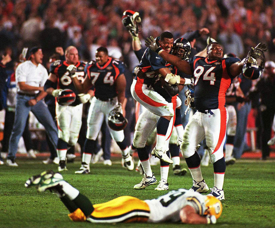 . The Broncos converted two turnovers to take a 17-7 lead in the second quarter before the Packers cut the score to 17-14 at halftime. Green Bay kept pace with Denver in the second half before tying the game with 13:32 remaining. Both defenses stiffened until Broncos running back Terrell Davis scored the go-ahead touchdown with 1:45 left. Denver beat the Packers 31-24.   Green Bay Packers tight end Mark Chmura lays on the field as the Denver Broncos celebrate their 31-24 victory in Super Bowl XXXII at San Diego\'s Qualcomm Stadium Sunday, Jan. 25, 1998. (AP Photo/Milwaukee Journal Sentinel, Jack Orton)