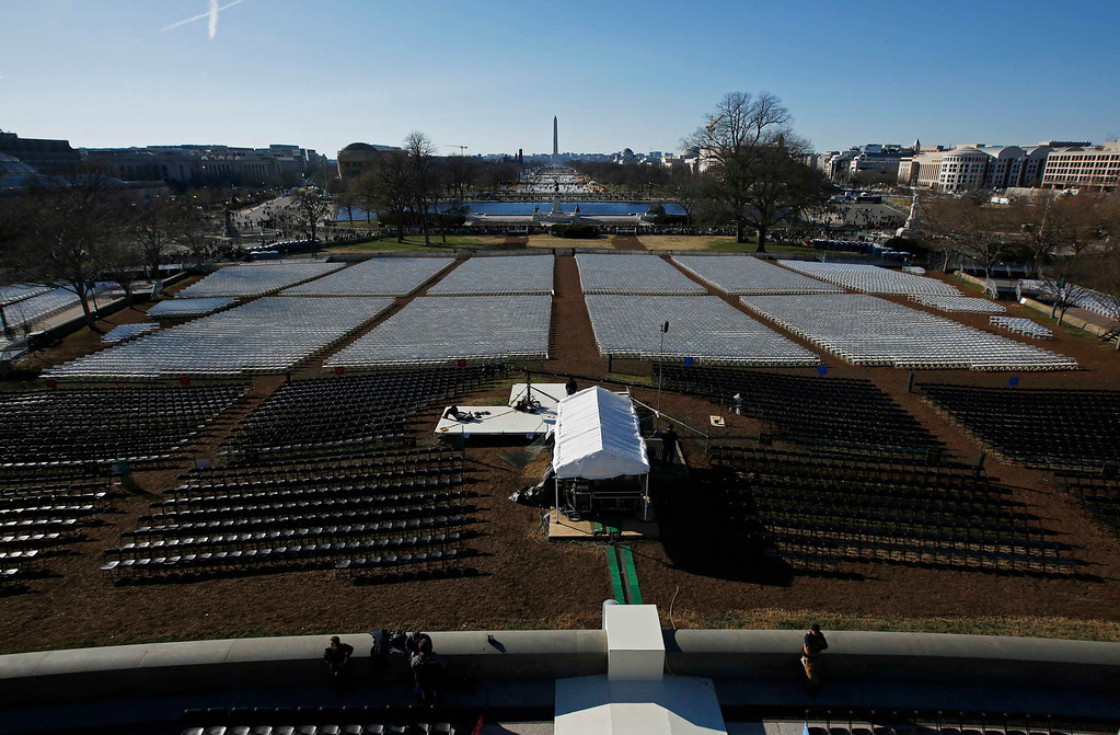 . Hundreds of chairs are pictured on the west front of the U.S. Capitol before the second inauguration of U.S. President Barack Obama in Washington, January 20, 2013.       REUTERS/Jason Reed