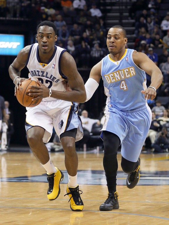 . Memphis Grizzlies\' Ed Davis (32) moves the ball ahead of Denver Nuggets\' Randy Foye (4) during the second half of an NBA basketball game in Memphis, Tenn., Saturday, Dec. 28, 2013. The Grizzlies defeated the Nuggets 120-99. (AP Photo/Danny Johnston)