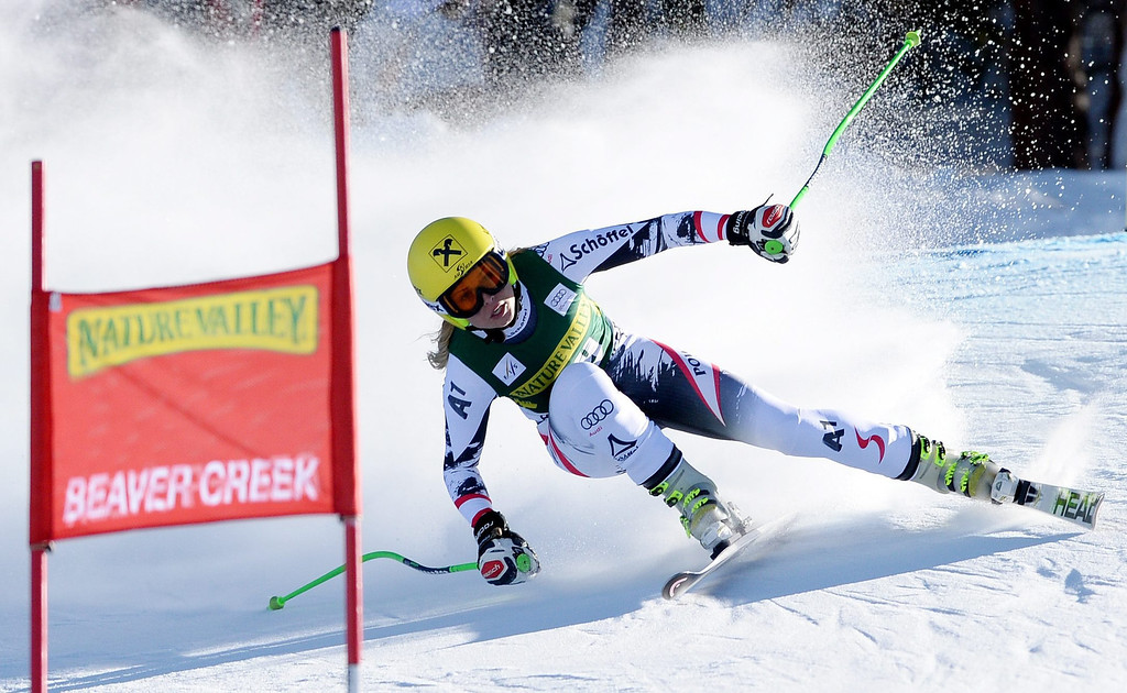 . Skier Anna Fenninger, of Austria, takes a turn during the women\'s downhill race at the FIS World Cup Alpine Skiing in Beaver Creek, Colorado, USA, 29 November 2013.  EPA/JUSTIN LANE