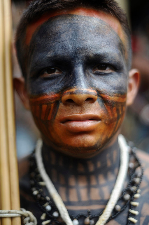 . A Munduruku Indian attends a meeting consisting of nearly 150 Indians, who are on a campaign against the construction of the Belo Monte hydroelectric dam in the Amazon, in Brasilia June 5, 2013. Talks between the Indians and the government were suspended a day after Air Force planes flew 144 Munduruku Indians to Brasilia for talks to end a week-long occupation of the controversial Belo Monte dam on the Xingu River, a huge project aimed at feeding Brazil\'s fast-growing demand for electricity. REUTERS/Lunae Parracho