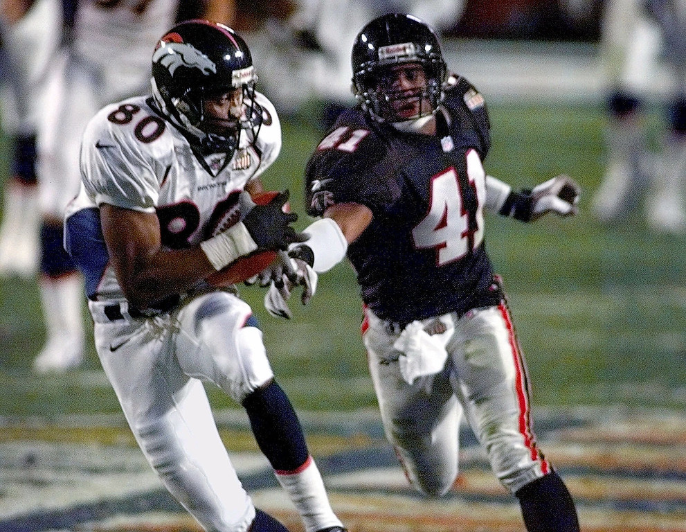 . Denver Broncos wide receiver Rod Smith (80) catches a pass for a touchdown as Atlanta Falcons saftey Eugene Robinson (41) moves in during the second quarter of Super Bowl XXXIII at Pro Player Stadium in Miami, Sunday, Jan. 31, 1999. (AP Photo/Elise Amendola)