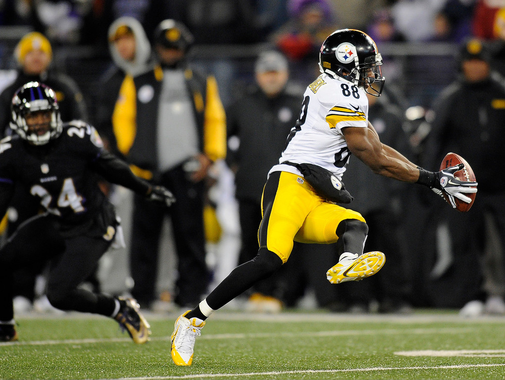 . Pittsburgh Steelers wide receiver Emmanuel Sanders (88) makes a catch in front of Baltimore Ravens cornerback Corey Graham in the first half of an NFL football game on Thursday, Nov. 28, 2013, in Baltimore. (AP Photo/Nick Wass)