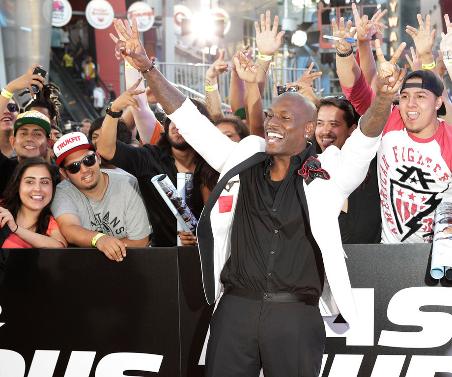 """. Cast member Tyrese Gibson poses with fans at the premiere of the new film, \""""Fast & Furious 6\"""" at Universal Citywalk in Los Angeles May 21, 2013. REUTERS/Fred Prouser"""