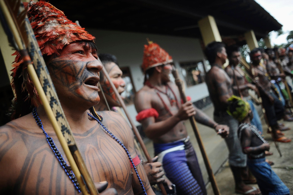 . Munduruku Indians perform a ritual dance during a meeting consisting of nearly 150 Indians, who are on a campaign against the construction of the Belo Monte hydroelectric dam in the Amazon, in Brasilia June 5, 2013. Talks between the Indians and the government were suspended a day after Air Force planes flew 144 Munduruku Indians to Brasilia for talks to end a week-long occupation of the controversial Belo Monte dam on the Xingu River, a huge project aimed at feeding Brazil\'s fast-growing demand for electricity. REUTERS/Lunae Parracho
