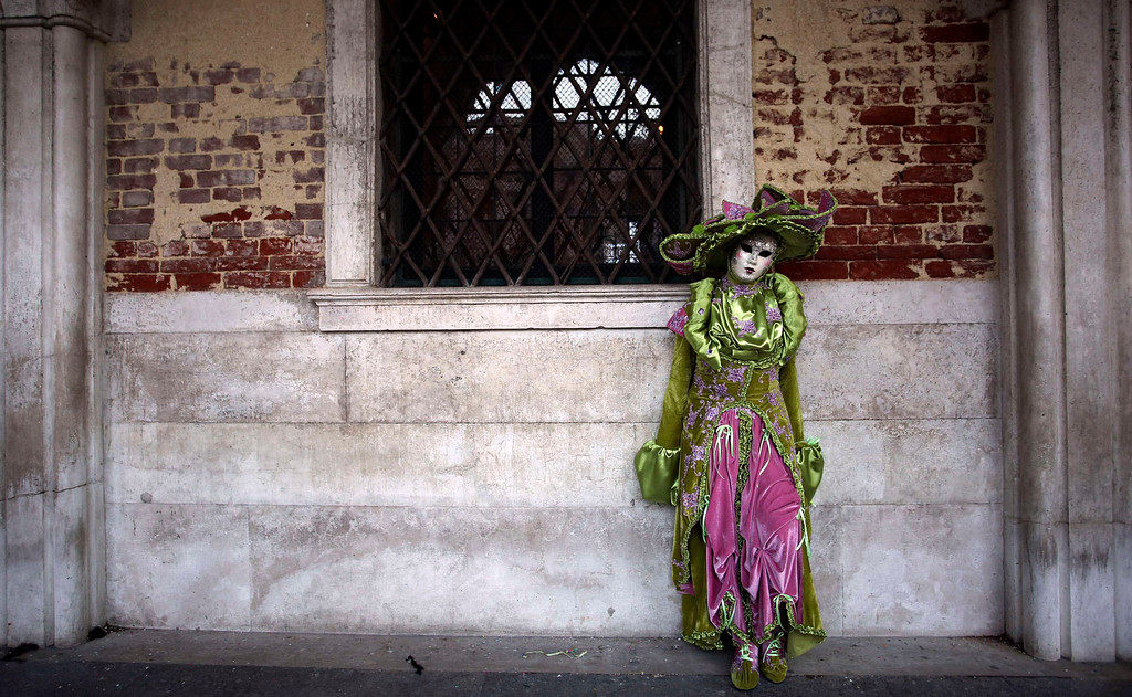 . A masked reveller poses in Saint Mark\'s Square during the Venetian Carnival in Venice February 3, 2013. REUTERS/Manuel Silvestri