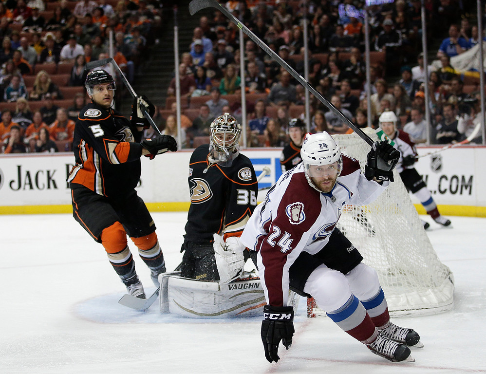 . Colorado Avalanche\'s Marc-Andre Cliche(24) goes after the puck as Anaheim Ducks goalie John Gibson(36) and Luca Sbisa(5), of Italy, watch during the first period of an NHL hockey game on Sunday, April 13, 2014, in Anaheim, Calif. (AP Photo/Jae C. Hong)