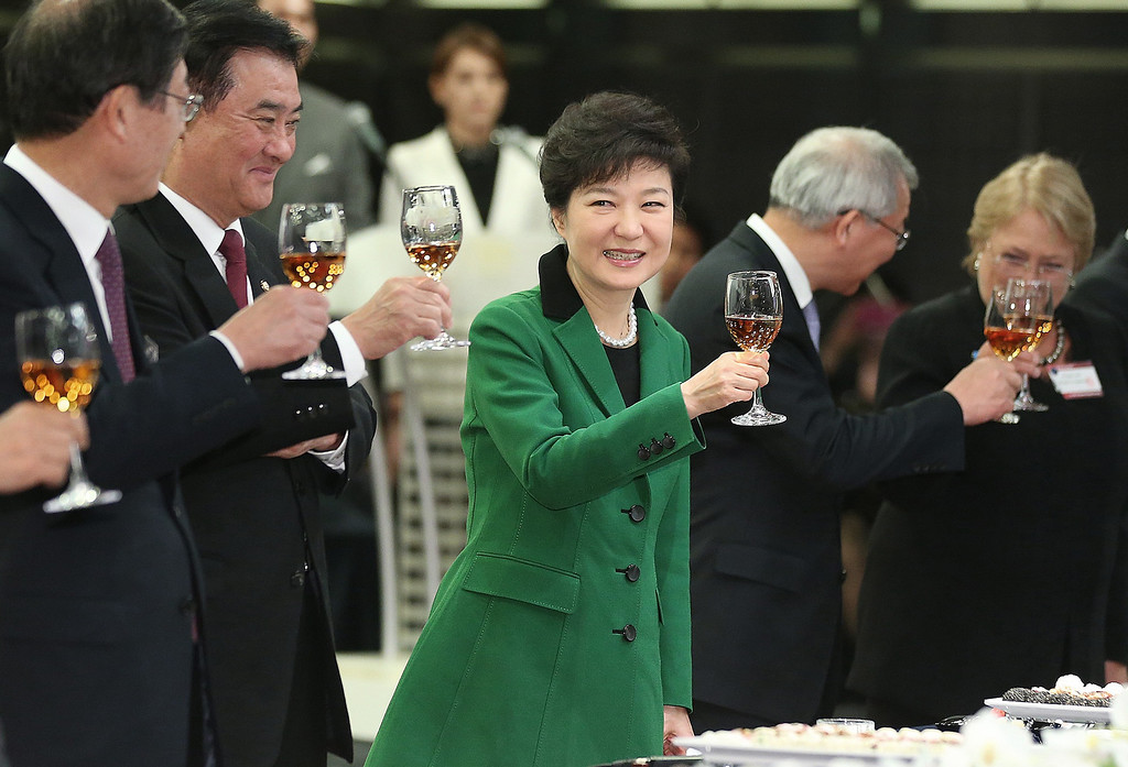 . South Korea\'s new President Park Geun-hye, center, raises a glass in toast during the Presidential Inaugural Reception in Seoul, South Korea, Monday, Feb. 25, 2013.  (AP Photo/Yonhap, Ahn Jung-hwan)