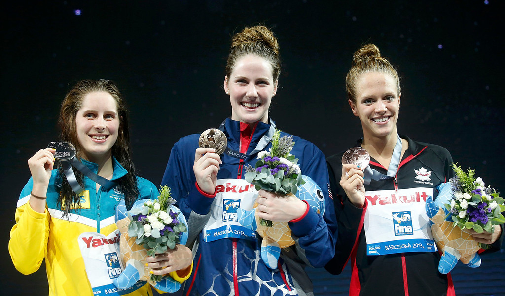 . Gold medallist Missy Franklin of the U.S. (C) poses with other medallists at the the women\'s 200m backstroke victory ceremony during the World Swimming Championships at the Sant Jordi arena in Barcelona August 3, 2013. Australia\'s Belinda Hocking (L) finished second in the event and took the silver medal, while Canada\'s Hilary Caldwell finished third and took the bronze.  REUTERS/Albert Gea