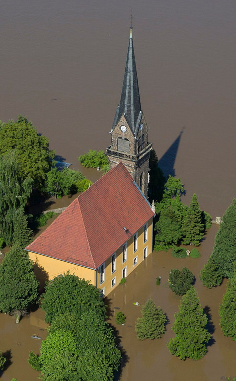 . Waters of the flooded Elbe surround a church in the village of Boritz near Meissen after the river broke its bank during a flood, June 5, 2013. REUTERS/Thomas Peter
