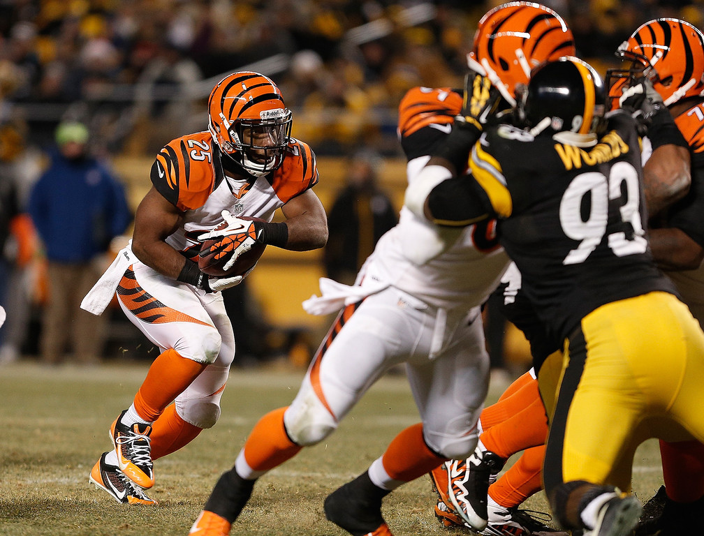 . Gio Bernard #25 of the Cincinnati Bengals runs for a second quarter touchdown while playing the Pittsburgh Steelers at Heinz Field on December 15, 2013 in Pittsburgh, Pennsylvania.  (Photo by Gregory Shamus/Getty Images)