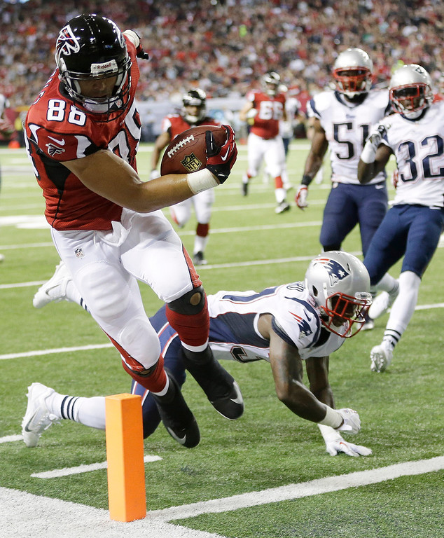 . Atlanta Falcons tight end Tony Gonzalez (88) runs into the end zone for a touchdown against New England Patriots cornerback Alfonzo Dennard (37) during the first half of an NFL football game, Sunday, Sept. 29, 2013, in Atlanta. (AP Photo/John Bazemore)