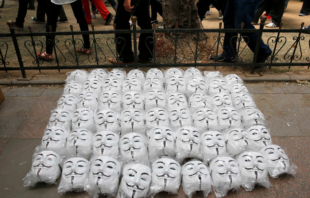 . Guy Fawkes masks are seen on the ground as anti-government protesters gather in Istanbul\'s Taksim square June 4, 2013.REUTERS/Yannis Behrakis