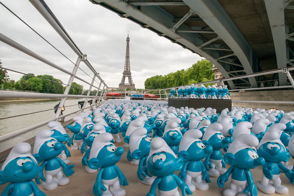 . 3000 smurf figurines pass the Eiffel Tower as they travel down the River Seine to mark Global Smurfs Day on June 22, 2013 in Paris, France.  (Photo by Dominique Charriau/Getty Images for Sony Pictures Entertainment)