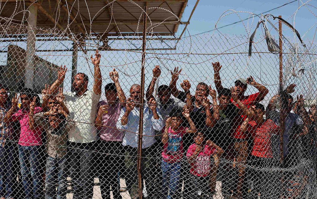 ". People wait for the arrival of Palestinian ""Arab Idol\"" Mohammed Assaf at Rafah crossing in the southern Gaza Strip on June 25, 2013. Tens of thousands of joyous fans turned out on Tuesday to welcome Assaf on his return to the Gaza Strip. REUTERS/Ibraheem Abu Mustafa"