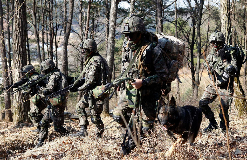 """. South Korean soldiers participate in a search operation during their military drill in Daejeon, about 160 km (99 miles) south of Seoul April 16, 2013. North Korea issued new threats against South Korea on Tuesday, vowing \""""sledge-hammer blows\"""" of retaliation if South Korea did not apologise for anti-North Korean protests the previous day when the North was celebrating the birth of its founding leader.   REUTERS/South Korean Army/Handout"""