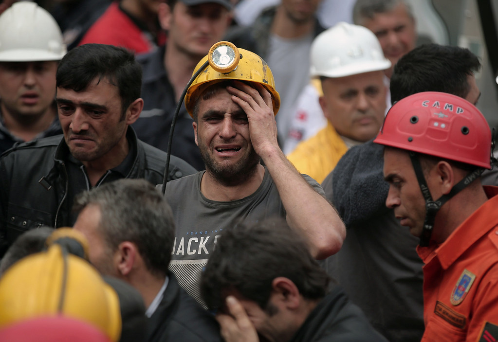 . A miner cries as rescue workers carry the dead body of a miner from the mine in Soma, western Turkey, Wednesday, May 14, 2014.  (AP Photo/Emrah Gurel)