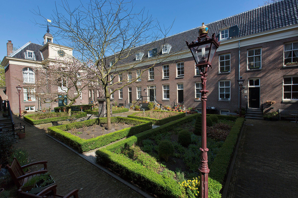 . View of the Zonsche Hofje , an interior garden, at the Prinsengracht canal in Amsterdam April 24, 2013. The Royal celebrations in the Netherlands this week put the country and the capital Amsterdam on front pages and television screens around the world with an orange splash. There\'s plenty to see and do in 48 hours in this compact city, where the world-famous Rijksmuseum only recently reopened after an extensive renovation. Picture taken April 24, 2013. REUTERS/Michael Kooren