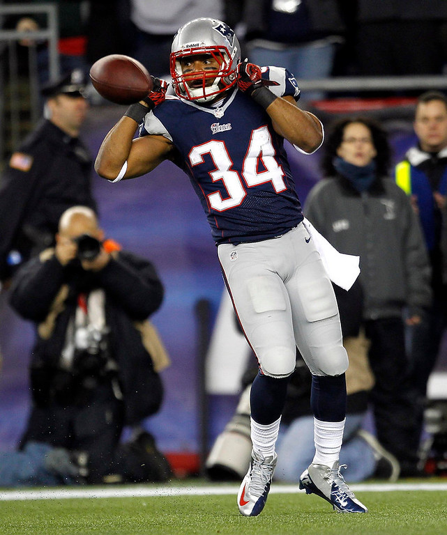 . New England Patriots running back Shane Vareen celebrates scoring a touchdown against the Houston Texans during the first quarter of their NFL AFC Divisional playoff football game in Foxborough, Massachusetts January 13, 2013.  REUTERS/Jessica Rinaldi